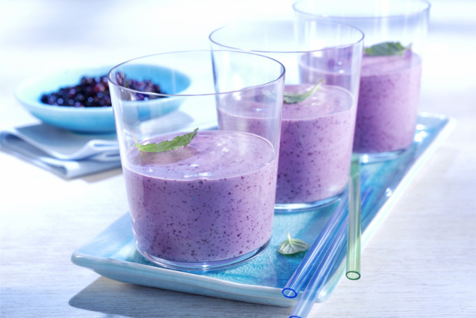 good sense eating wild blueberry and honey smoothie